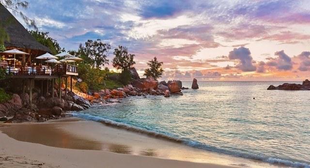 Praslin Island bei Sonnenuntergang