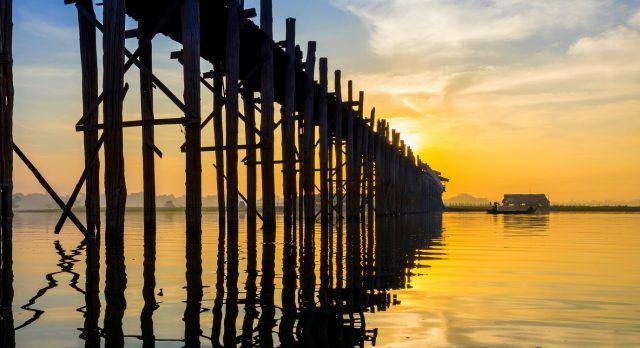 Eine der wichtigsten Myanmar Sehenswürdigkeiten: Die Ubein Brücke in Mandalay