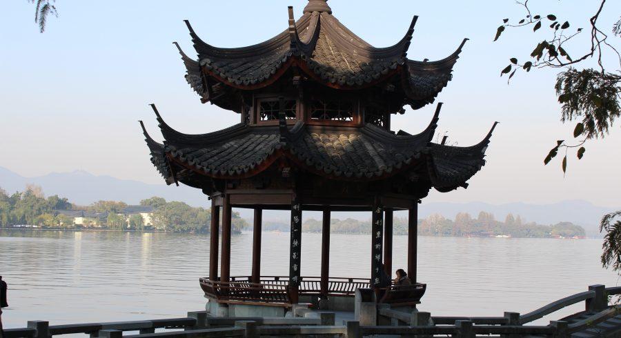 China Reisebericht -  Ufer des malerischen Westsees in Hangzhou